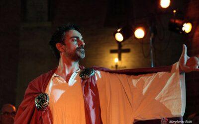 """Il """"Mater"""" di TeatrOpera con Fabrizio Romagnoli incanta l'Abbadia di Fiastra"""